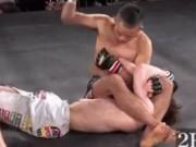 """MMA: Cú đấm  """" lườm rau gắp thịt """"  gây chấn động"""