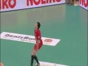 Thể thao - Bóng chuyền: Kinh ngạc cú đập mất cả bóng, trọng tài bị cười chê