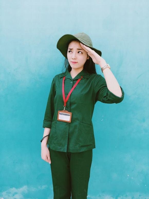 Bóc mẽ nhan sắc Hoàng Thùy Linh, Kỳ Duyên thời sinh viên học quân sự - 1