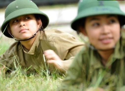 Bóc mẽ nhan sắc Hoàng Thùy Linh, Kỳ Duyên thời sinh viên học quân sự - 4