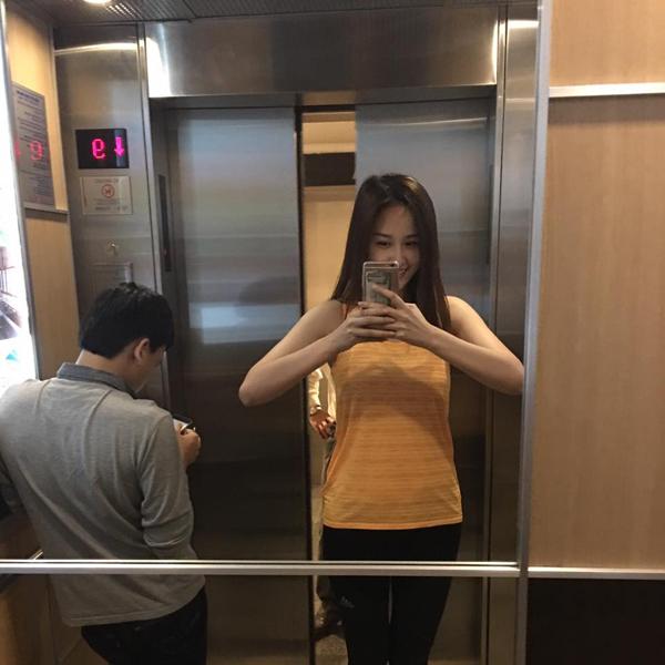 """Trong thang máy mà Hà Hồ, Mai Phương Thuý ăn mặc khiến fan """"rớt tim"""" - 3"""