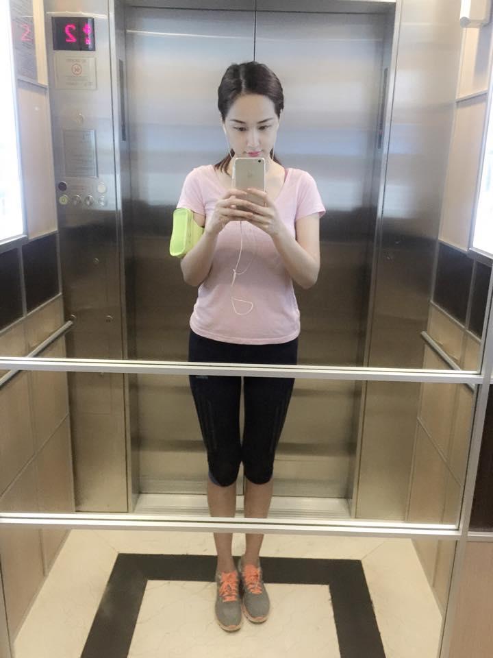 """Trong thang máy mà Hà Hồ, Mai Phương Thuý ăn mặc khiến fan """"rớt tim"""" - 5"""
