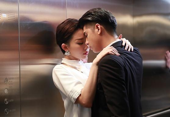 """Trong thang máy mà Hà Hồ, Mai Phương Thuý ăn mặc khiến fan """"rớt tim"""" - 8"""