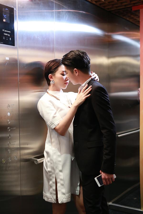 """Trong thang máy mà Hà Hồ, Mai Phương Thuý ăn mặc khiến fan """"rớt tim"""" - 9"""