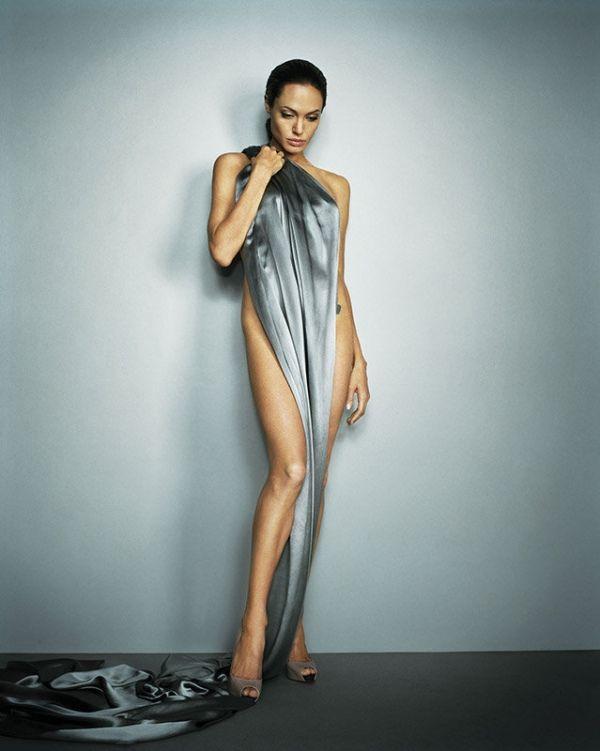 """Màn """"chuyển giới"""" của Angelina Jolie khiến fan Việt chết lặng - 1"""