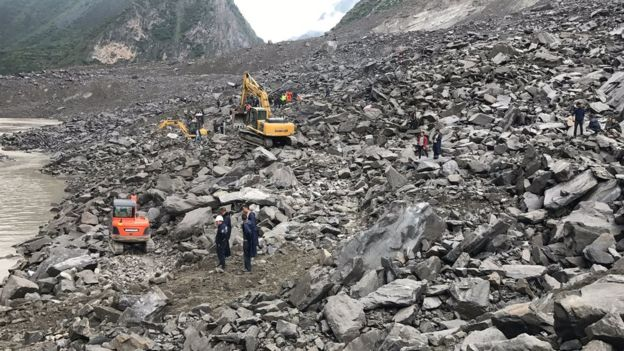 Lở đất kinh hoàng ở Trung Quốc, 141 người bị chôn vùi - 2