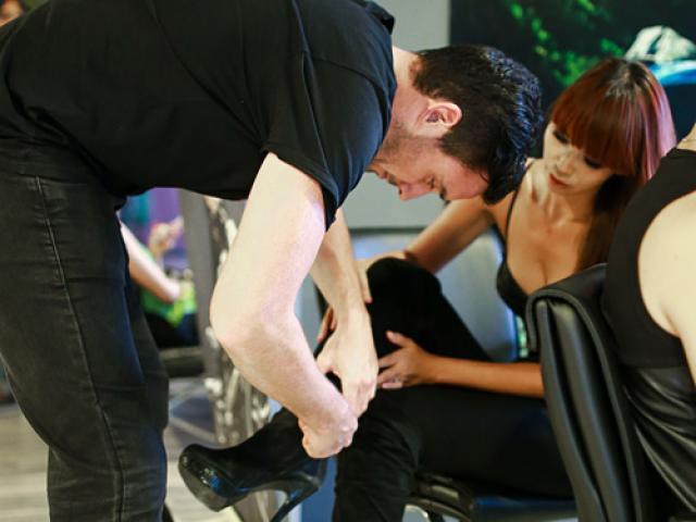Hà Anh, Phương Vy được chồng đi giày, bóp chân khiến fan xuýt xoa