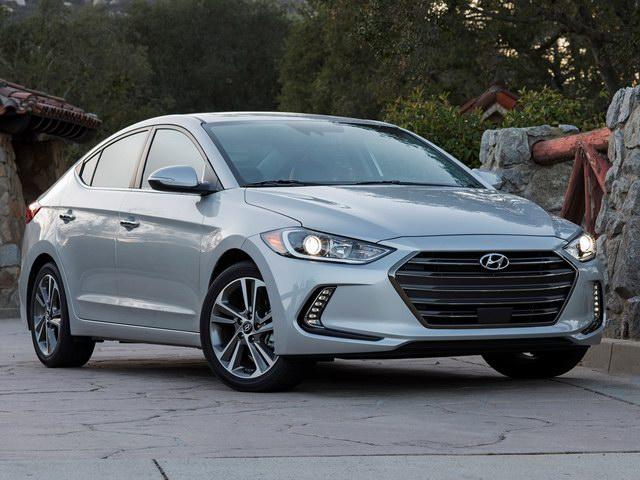 Hyundai Elantra 2018 có giá từ 428 triệu đồng