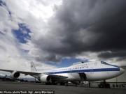 Không lực Một chịu được hạt nhân nhưng hỏng nặng vì bão