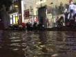 Hà Nội mưa xối xả, đường Cầu Giấy hóa thành  ' sông '