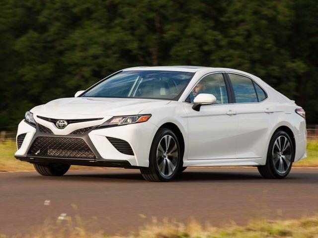 Toyota Camry 2018 giá cao nhất chỉ 794 triệu đồng - 1