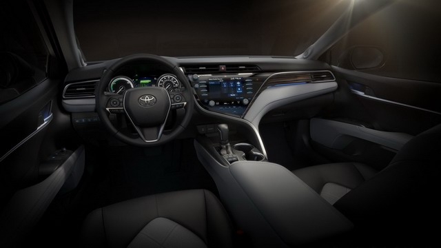 Toyota Camry 2018 giá cao nhất chỉ 794 triệu đồng - 3