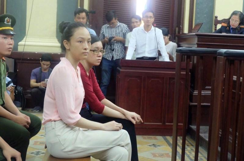 Nóng 24h qua: Áp giải nhân chứng bí ẩn vụ Hoa hậu Phương Nga
