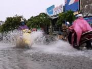 """Tin tức trong ngày - Ngốn trăm tỷ chống ngập, đường vẫn thành """"sông"""" sau trận mưa 10 phút"""