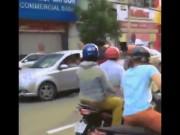 Tin tức trong ngày - Nam thanh niên hành hung cô gái sau va chạm giao thông