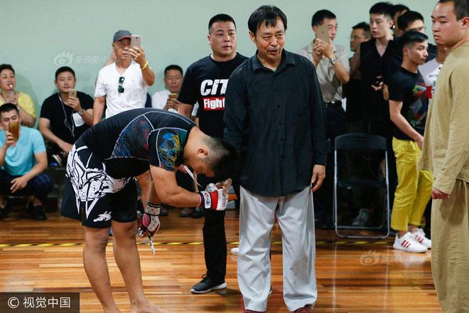 """MMA, Từ Hiểu Đông """"sập bẫy"""": Võ Trung Quốc lại bị dội nước lạnh"""