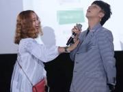 """Ca nhạc - MTV - Sơn Tùng khiến hot girl ngại thân mật dù được """"bật đèn xanh"""""""
