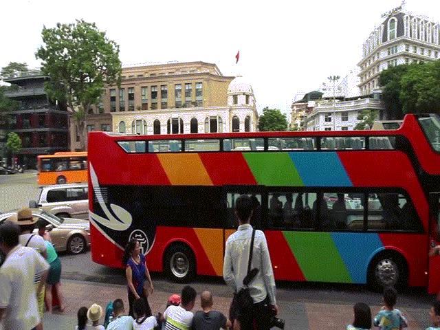 """Hết miễn phí vé, hành khách vẫn ùn ùn đi """"xe buýt"""" trên mặt nước - 14"""