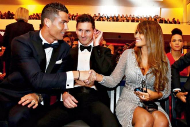 Messi ngượng ngùng hôn bạn gái, thuê 300 vệ sĩ cho đám cưới - 12