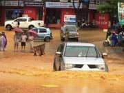 Tin tức trong ngày - Hàng chục ngàn khối đất đá sạt lở, vùi lấp đường ở Lai Châu