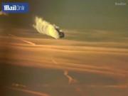 """Phi thường - kỳ quặc - Video: Máy bay """"xé"""" mây kì ảo chưa từng thấy trên trời"""