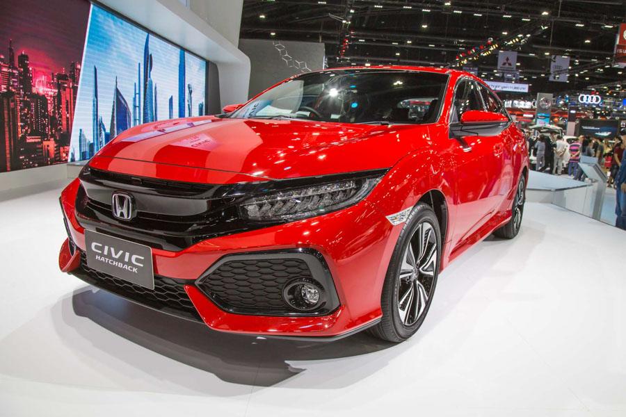 Honda Civic hatchback 5 cửa đỏ Rallye Red tuyệt đẹp có giá 773 triệu đồng - 1
