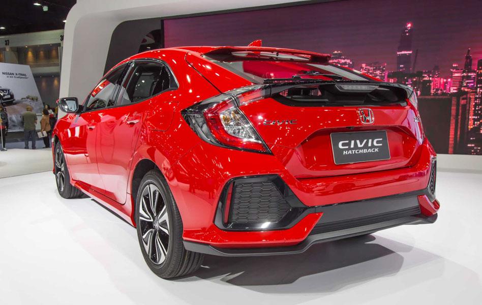 Honda Civic hatchback 5 cửa đỏ Rallye Red tuyệt đẹp có giá 773 triệu đồng - 3