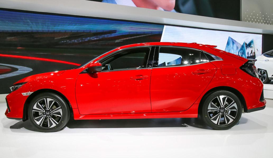 Honda Civic hatchback 5 cửa đỏ Rallye Red tuyệt đẹp có giá 773 triệu đồng - 5