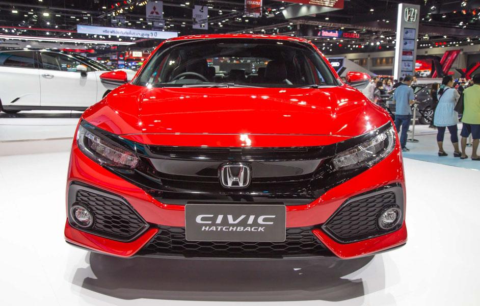 Honda Civic hatchback 5 cửa đỏ Rallye Red tuyệt đẹp có giá 773 triệu đồng - 2