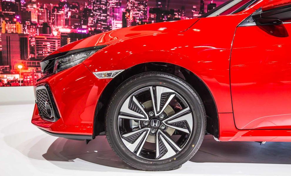 Honda Civic hatchback 5 cửa đỏ Rallye Red tuyệt đẹp có giá 773 triệu đồng - 9