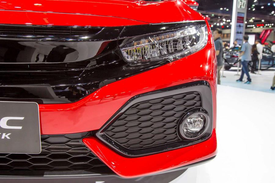 Honda Civic hatchback 5 cửa đỏ Rallye Red tuyệt đẹp có giá 773 triệu đồng - 6
