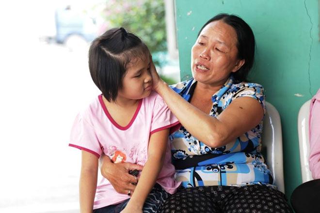Mẹ bầu rong ruổi khắp Sài Gòn tìm con gái mất tích và phép màu xuất hiện - 2