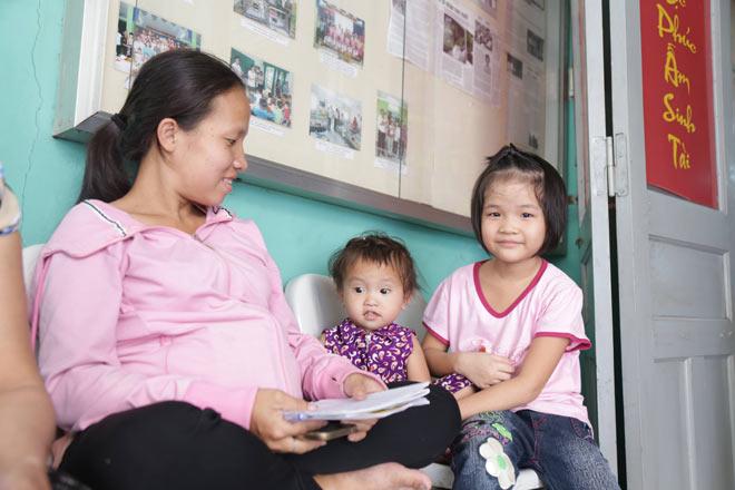 Mẹ bầu rong ruổi khắp Sài Gòn tìm con gái mất tích và phép màu xuất hiện - 4