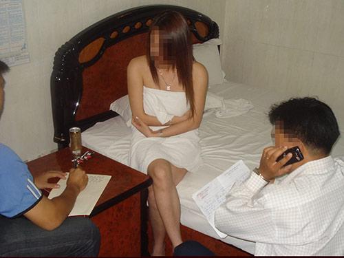 Công nhận mại dâm là một nghề: Đi mua dâm đỡ lén lút?