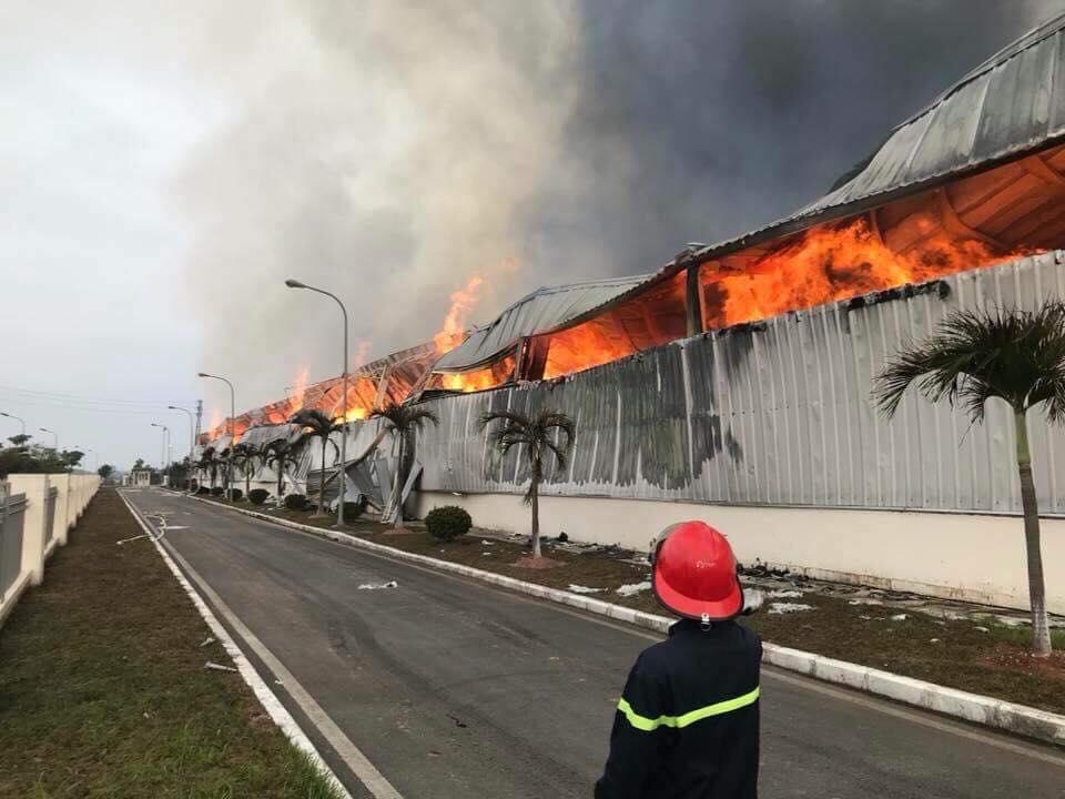Quảng Ninh: Nhà máy sợi bốc cháy dữ dội từ đêm đến sáng - 2