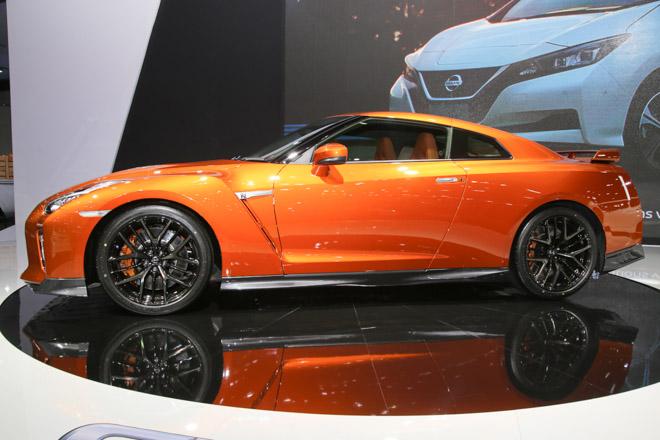 """""""Quái vật"""" Nissan GT-R Godzilla ra mắt, giá hơn 2,1 tỷ đồng - 2"""