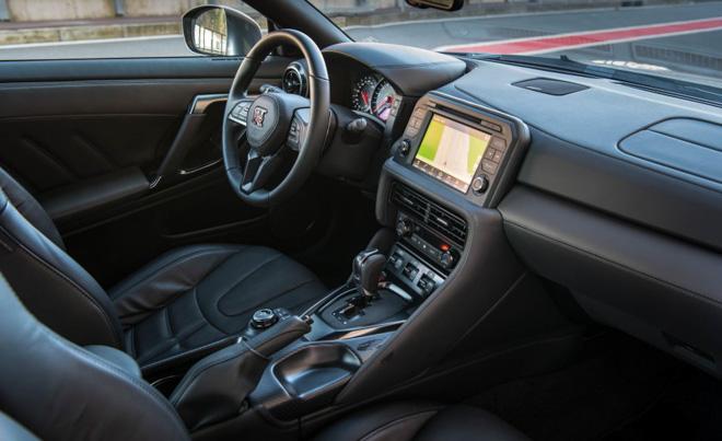 """""""Quái vật"""" Nissan GT-R Godzilla ra mắt, giá hơn 2,1 tỷ đồng - 7"""