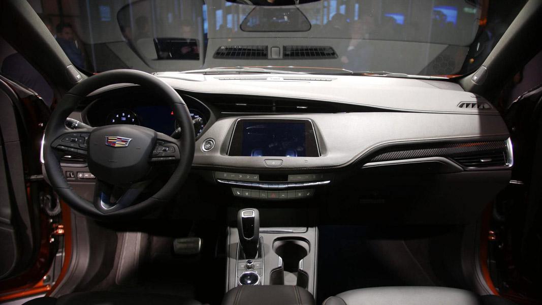 Cadillac CT4 mới ra mắt, tuyên chiến với Lexus UX, BMW X2 - 5