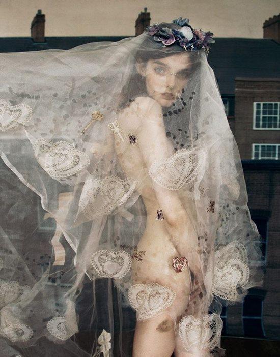 """Người mẫu bị kỳ thị vì """"xấu lạ bẩm sinh"""" vẫn đắt giá trong làng mốt"""