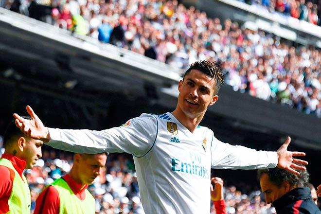 Messi lập hattrick, Ronaldo trả lời cán mốc 650 bàn
