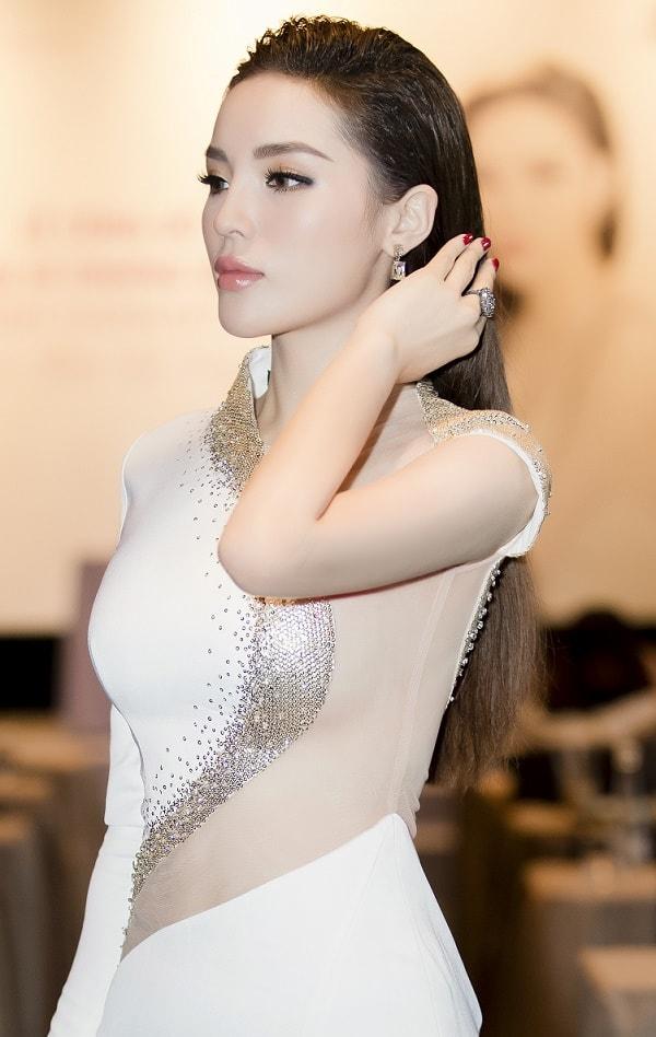 Hoa hậu Kỳ Duyên thừa nhận nâng ngực vì tự ti - 4