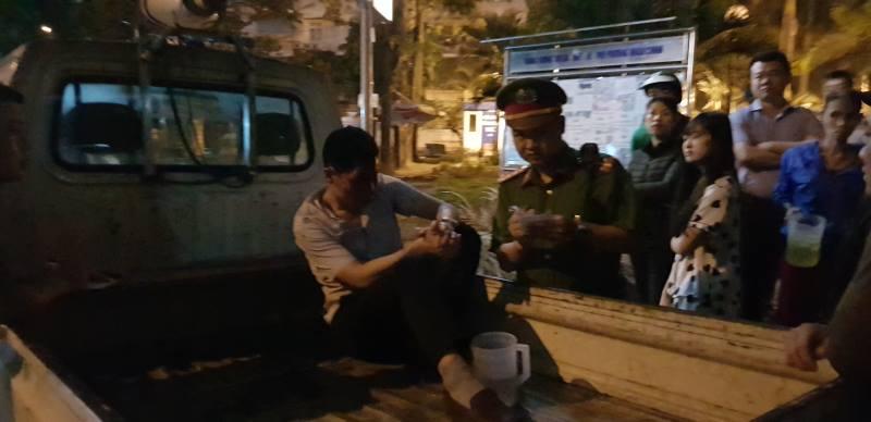 Vợ tài xế xe bán tải yêu cầu công an điều tra chồng bị đánh