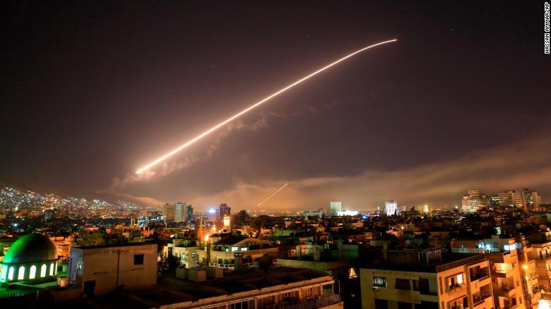 Mỹ, Anh, Pháp đồng loạt dội lửa tấn công Syria - 1
