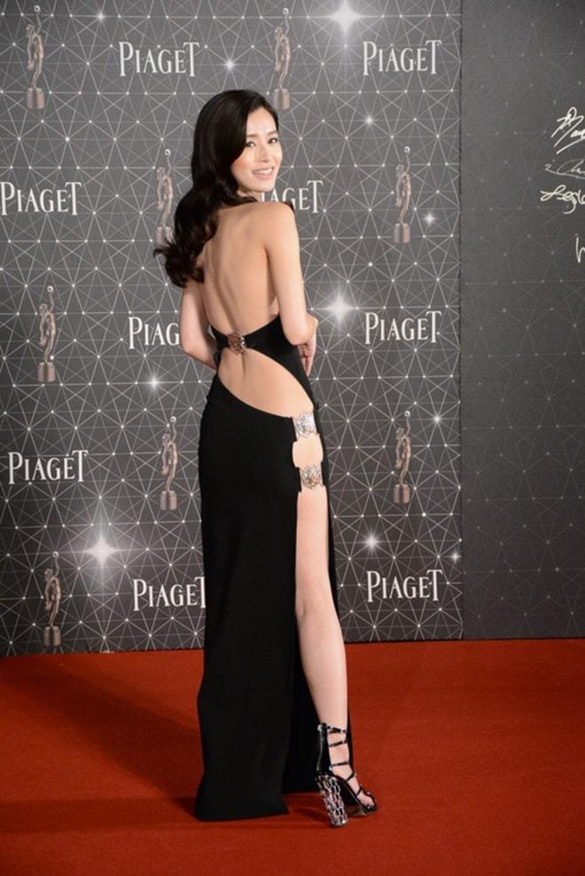 Váy xẻ lườn của Tóc Tiên quá táo bạo với văn hoá Á đông? - 6