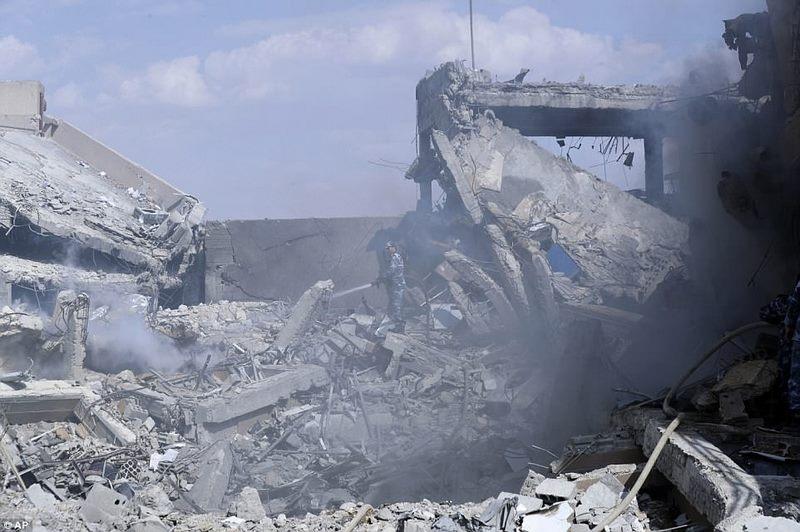 Hình ảnh tan hoang ở khu vực chứa vũ khí hóa học của Syria - 5