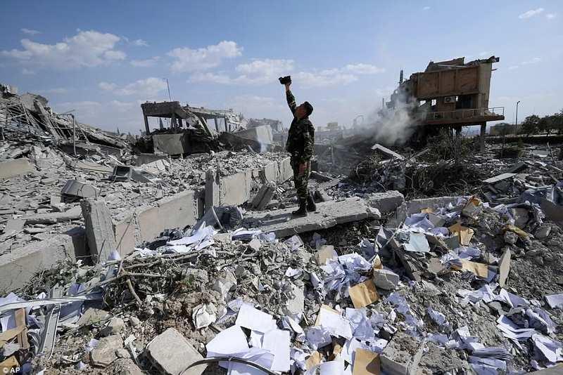 Hình ảnh tan hoang ở khu vực chứa vũ khí hóa học của Syria - 4