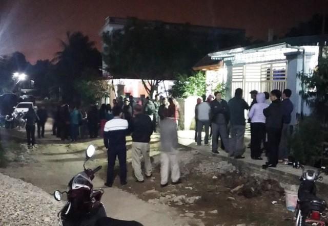 Rúng động: Bé trai 8 tuổi bị kẻ lạ xông vào nhà chém tử vong - 1