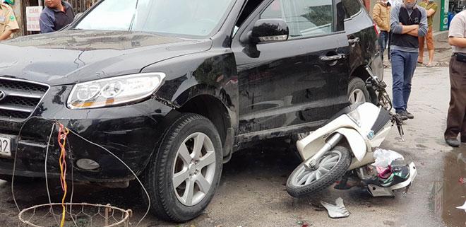 Tai nạn liên hoàn ở cổng BV Bạch Mai, bé 8 tuổi tử vong - 1