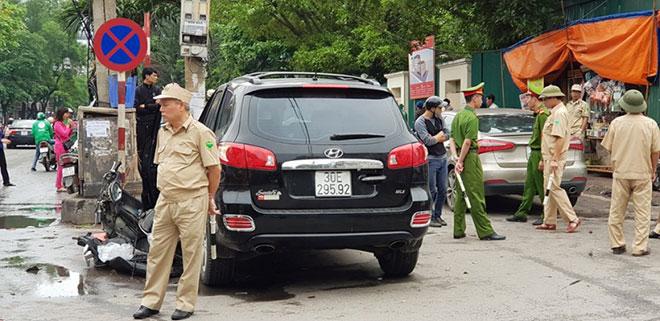 Tai nạn liên hoàn ở cổng BV Bạch Mai, bé 8 tuổi tử vong - 2