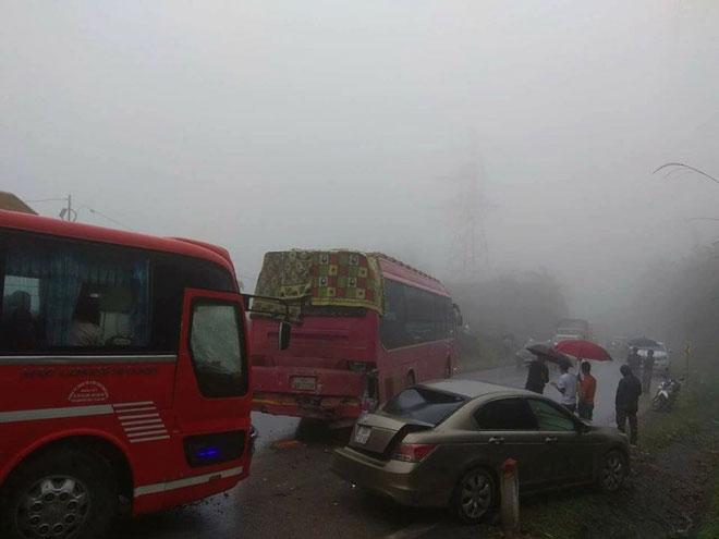 10 ôtô đâm liên hoàn, 5 vụ tai nạn trên QL6 do sương mù - 1